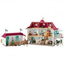 Großer Pferdehof mit Wohnhaus und Stall